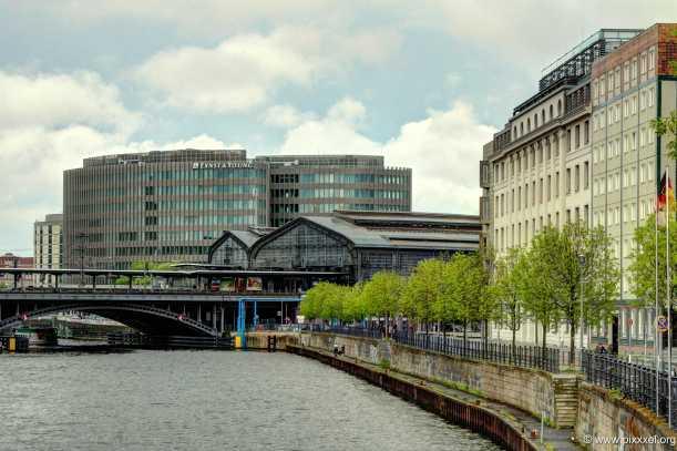 Blick auf den S-Bahnhof Friedrichstraße