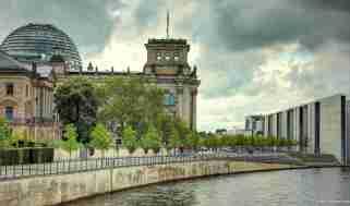 Die Ecke des Reichstagsgebäudes