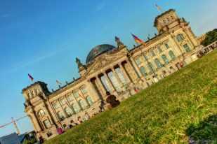 Das Reichstagsgebäude etwas quer...