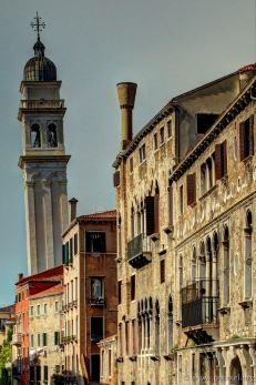 Der Glockentrum von der Kirche Santa Maria dei Carmini