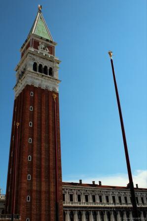Der Turm vom Piazza San Marco