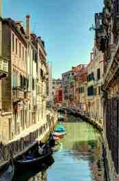 ...taucht man in Venedig ein