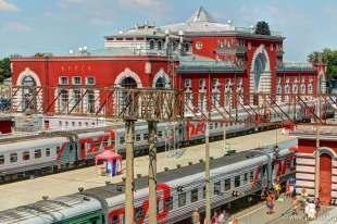 Der Kursker Bahnhof mit Gleisen