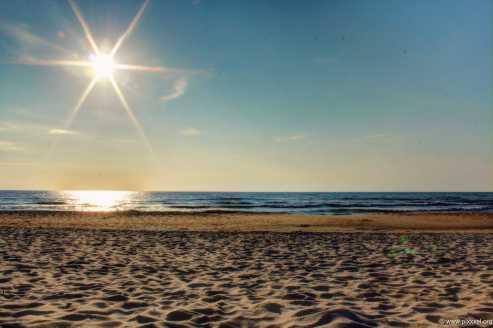 Am Strand im Gegenlicht