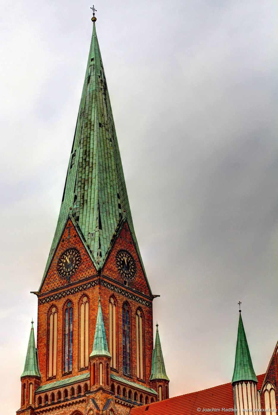 ...der 117,50 Meter hohe Turm.