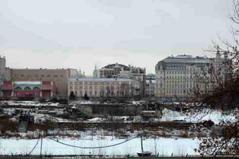 Blick über das Gründstück des alten Hotels Rossija