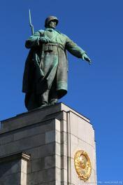 die zentrale Statue