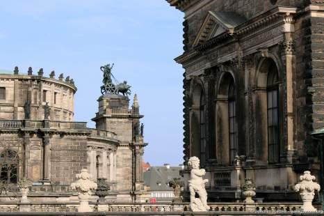 der Dresdner Zwinger mit Blick auf die Semperoper