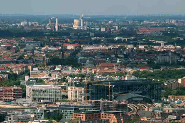 der Hauptbahnhof im Hintergrund