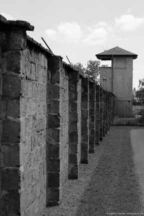 Lagermauer und Wachturm