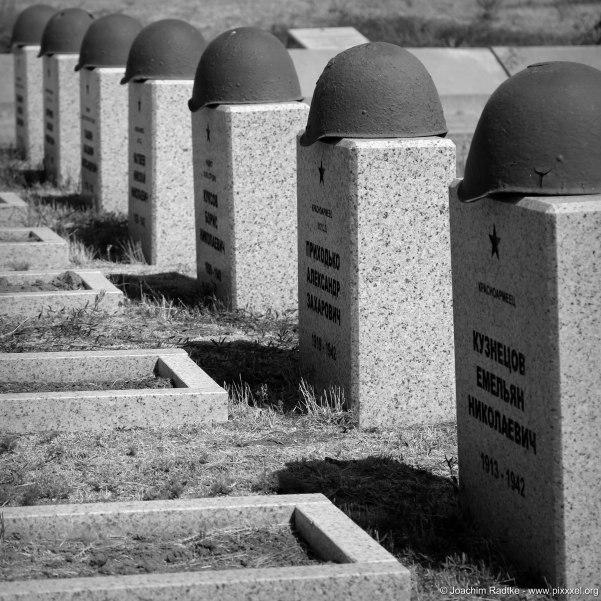 Eine Grabreihe